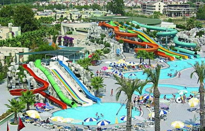 Golden Coast Resort - Pool - 3