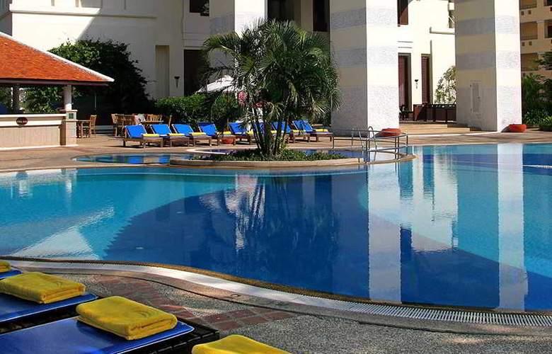Waterfront Suites Phuket by Centara - Pool - 15