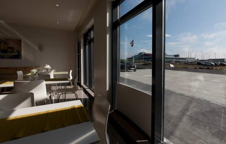 Airport Hotel Aurora Star - Restaurant - 8