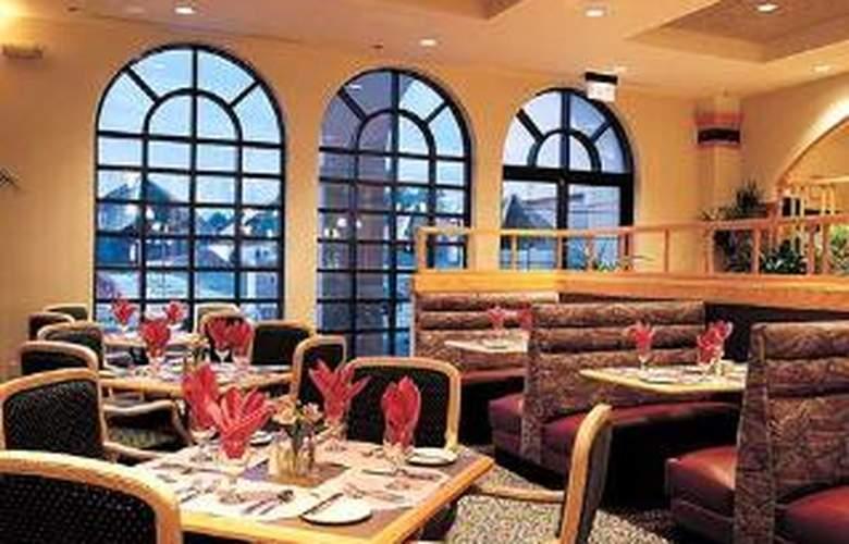 Embassy Suites Greenville Golf Resort - Restaurant - 0