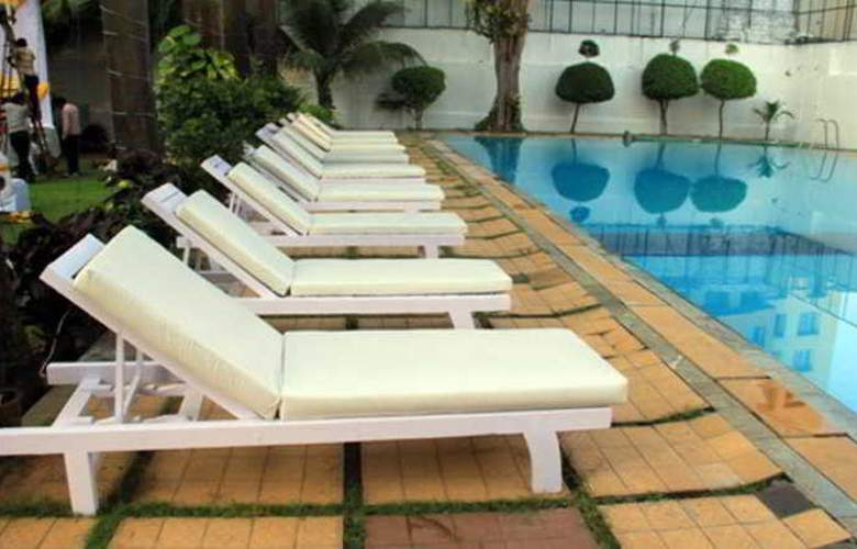 Orritel Hotel and Service Apartments - Pool - 3