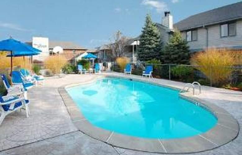 Clarion Suites Inn - Pool - 6