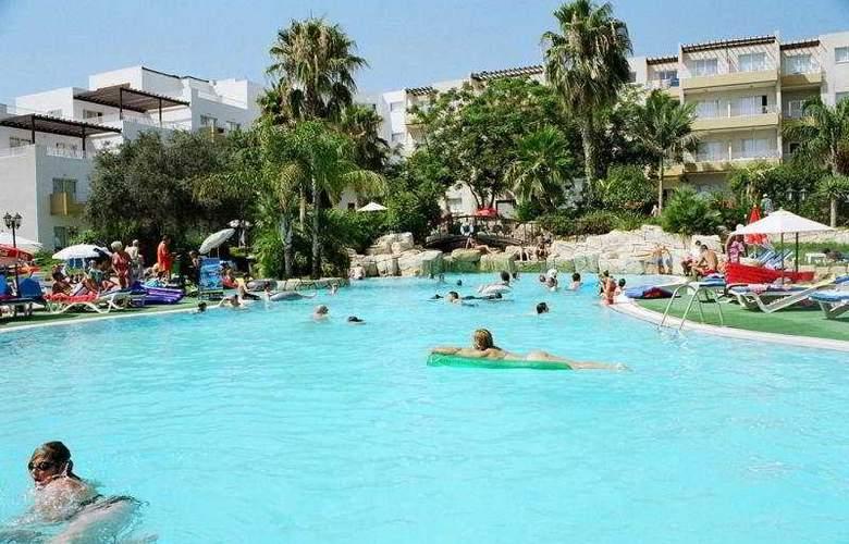 Mayfair Gardens - Pool - 2