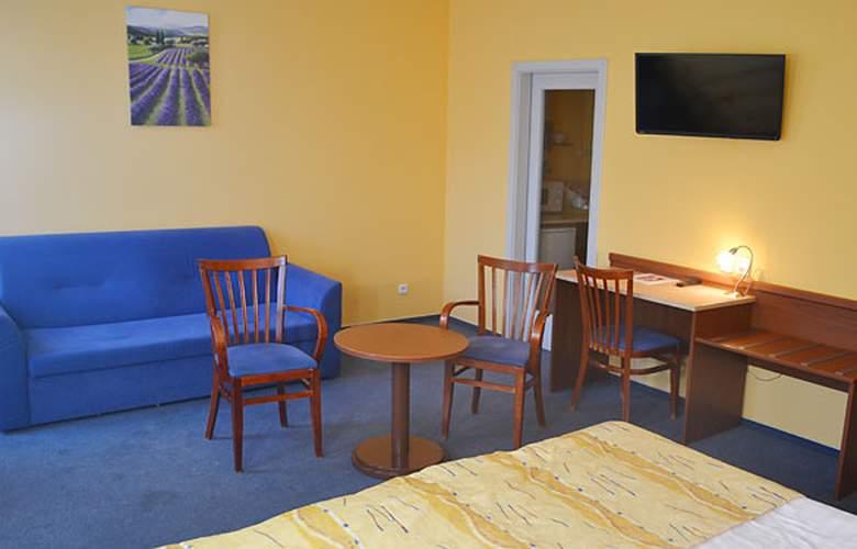 Aparthotel Austria Suites - Room - 5