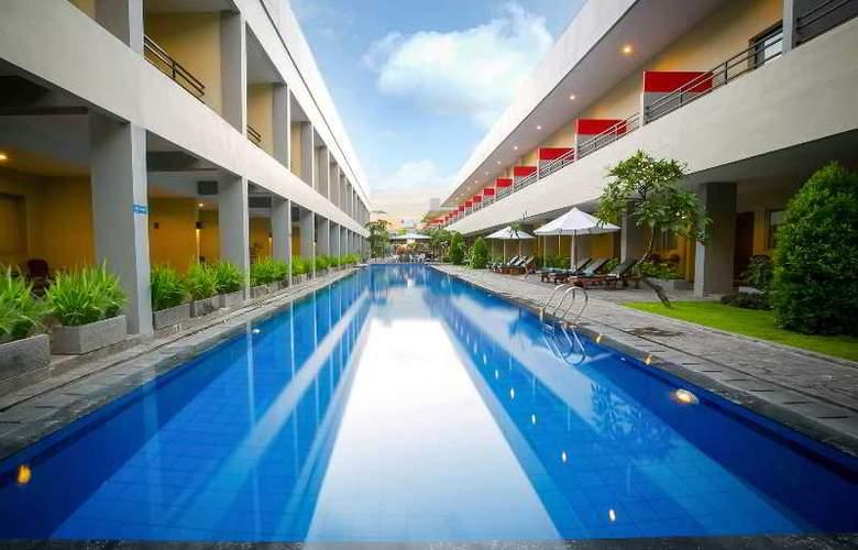 Kuta Station Hotel & Spa Bali - Pool - 8