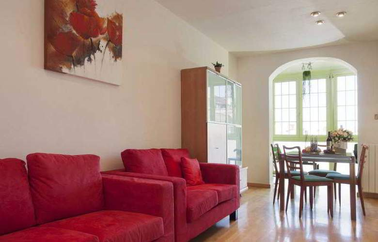 Family Barcelona Apartments - Room - 8