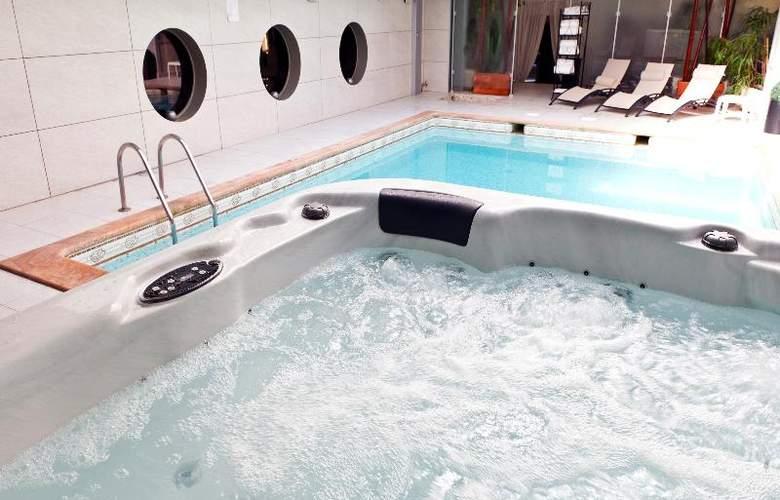 Nice Riviera - Pool - 18