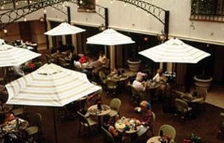 Holiday Inn at Brookline - Terrace - 6
