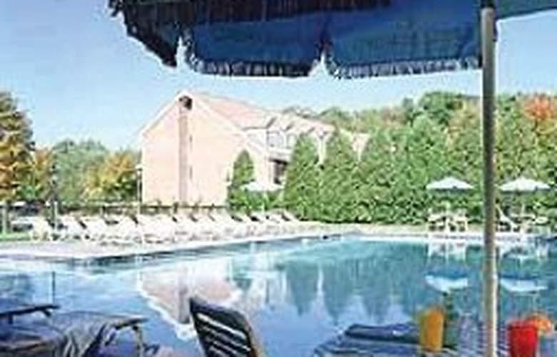 Avon Old Farms - Pool - 0