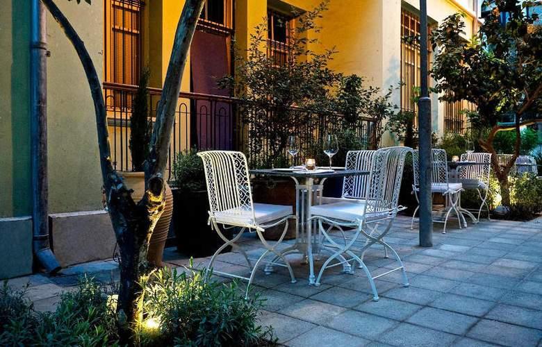 Alma Hotel and Lounge - Terrace - 5