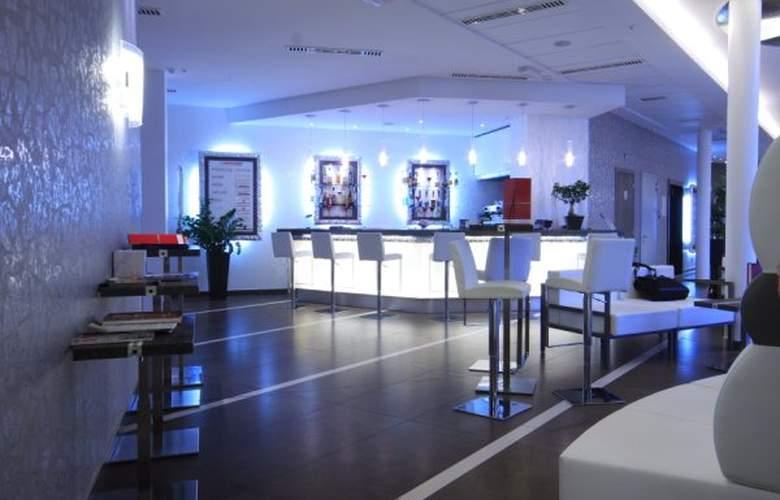 Hotel Cosmopolitan - Bar - 2