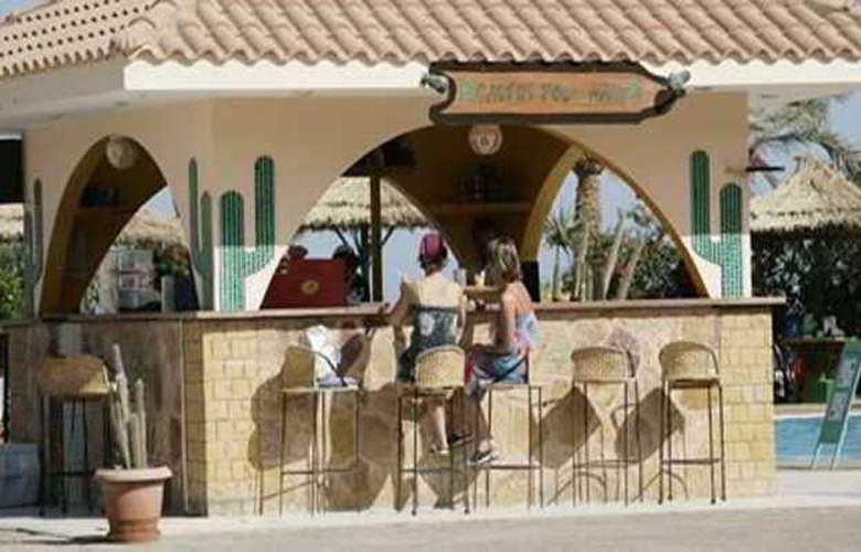 Flamenco Beach Resort - Bar - 19