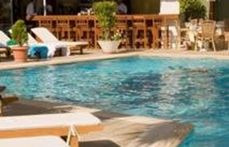 Plaza - Pool - 3