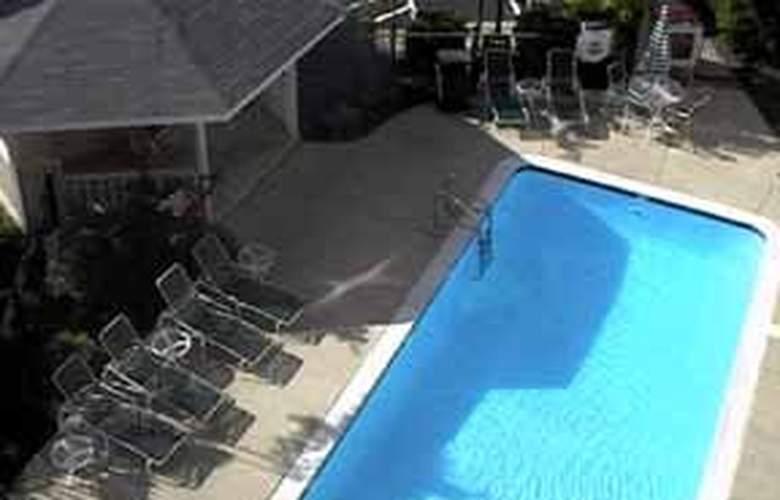 Comfort Inn Quantico - Pool - 5
