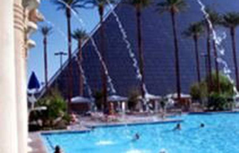 Luxor Hotel and Casino - Pool - 6
