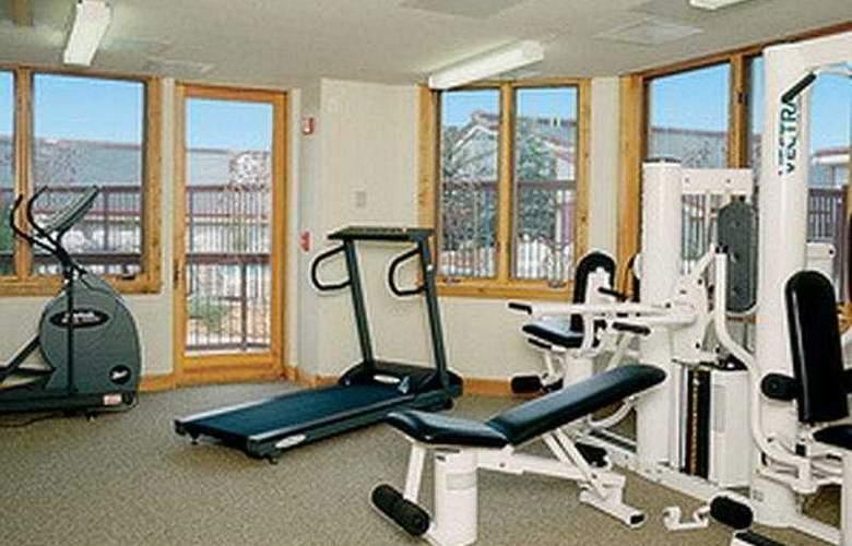 Torian Plum Condominiums - Sport - 5
