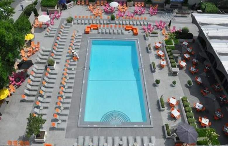 Capitol Skyline Hotel - Pool - 10