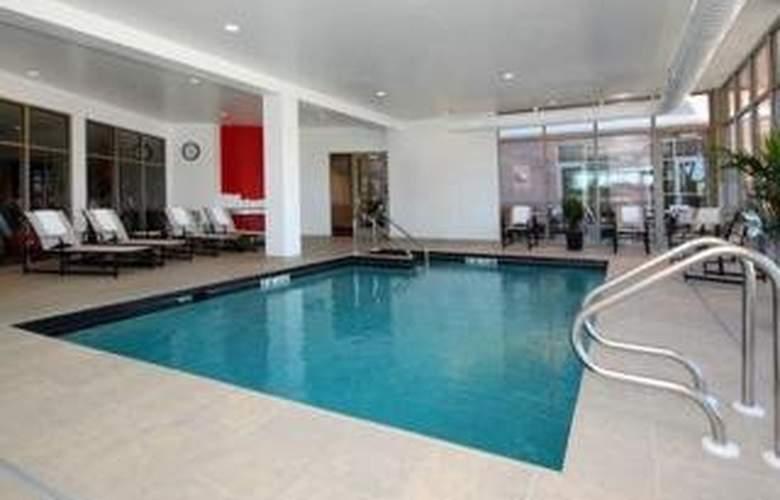 Cambria Suites - Pool - 3
