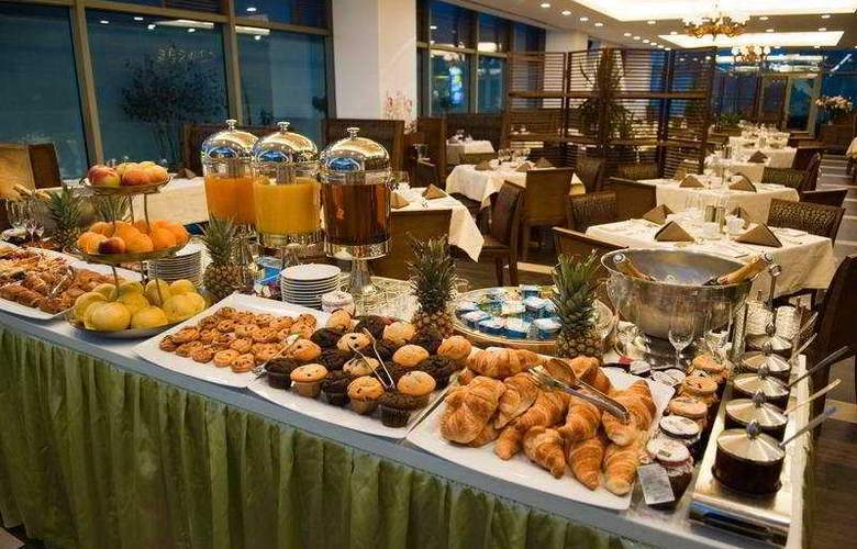 Ramada Brasov - Restaurant - 8