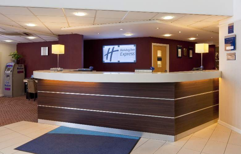 Holiday Inn Express Stansted Airport - General - 1