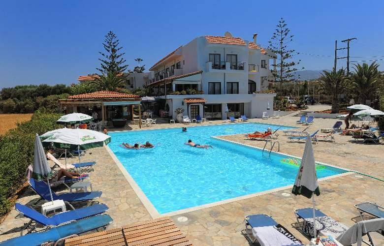 Oasis Hotel - Pool - 3