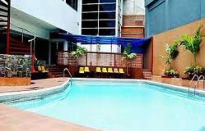 Inna Simpang Surabaya - Pool - 3