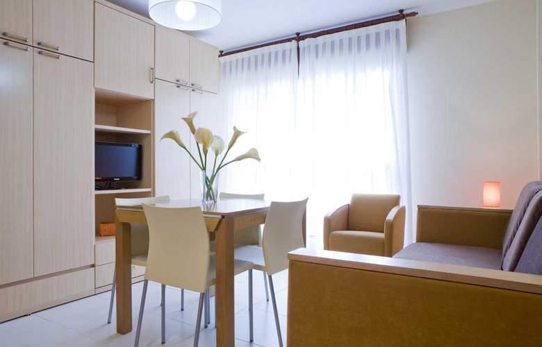 Los Arces Apartamentos - Room - 0