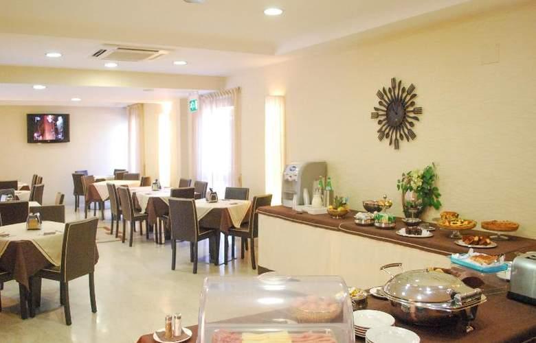 Hotel Premiere - Restaurant - 32