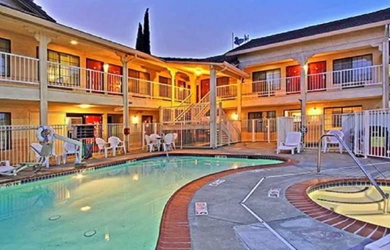 Days Inn & Suites by Wyndham Rancho Cordova - Pool - 3