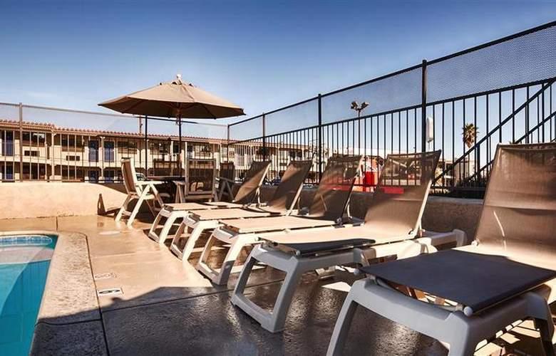 Best Western Desert Villa Inn - Pool - 29