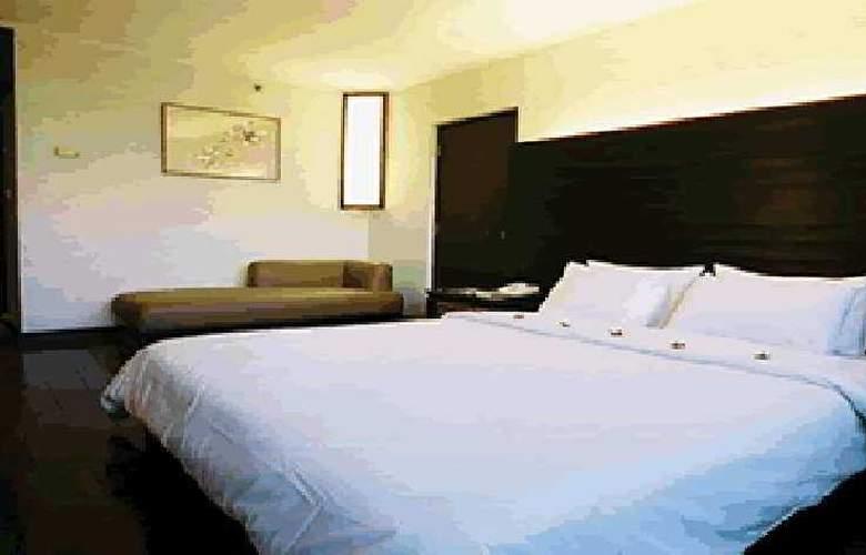 Maxx - Room - 1