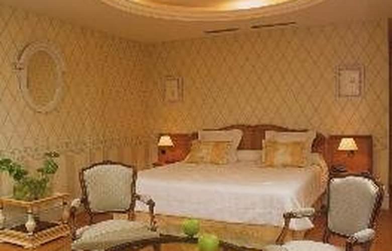 Chateau de Brindos - Room - 5
