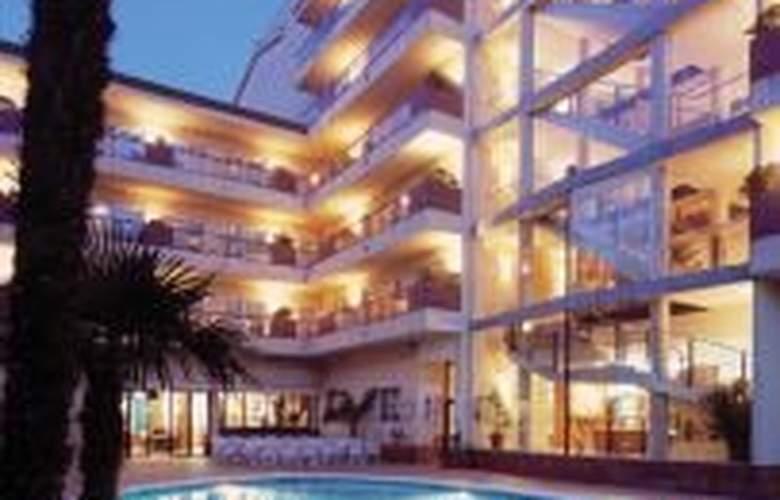 Aqua Hotel Promenade - Pool - 4