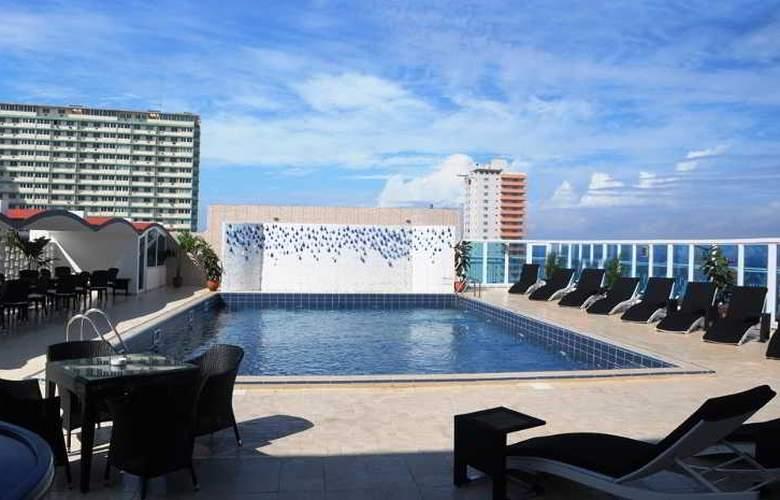 NH Capri La Habana - Pool - 3