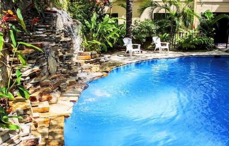 Comfort Inn Tampico - Pool - 25