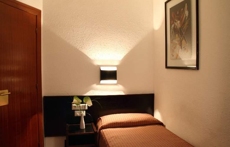 Medium Monegal - Room - 2