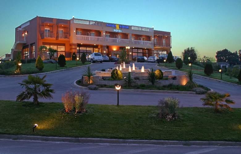 Ambassador Hotel - Hotel - 0