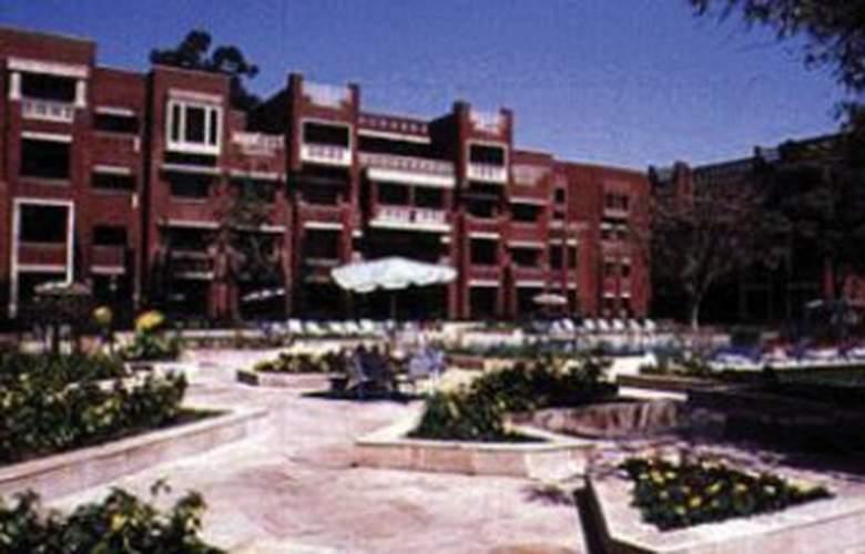 Golden park - Hotel - 0
