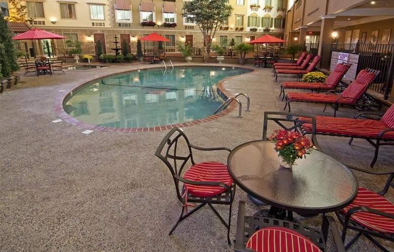 Best Western Plus White Bear Country Inn - Pool - 102