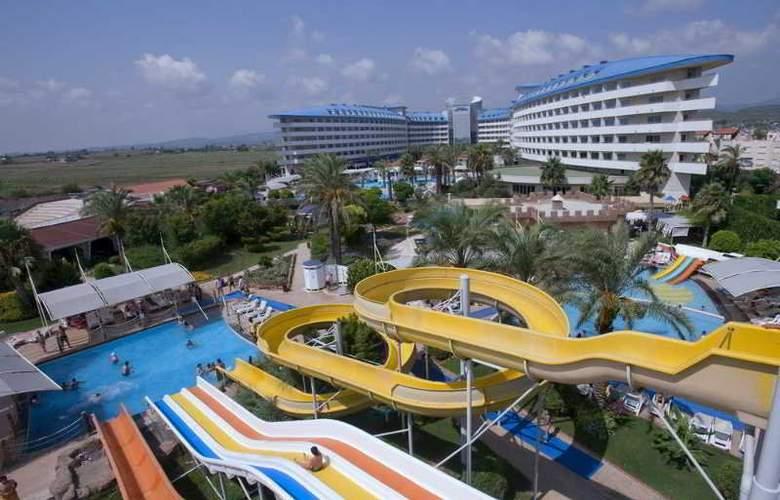 Crystal Admiral Resort Suits&Spa - Pool - 13