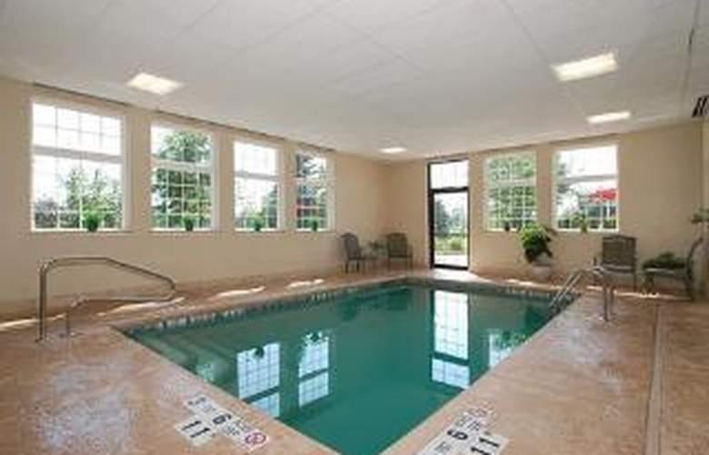 Comfort Inn University - Pool - 6