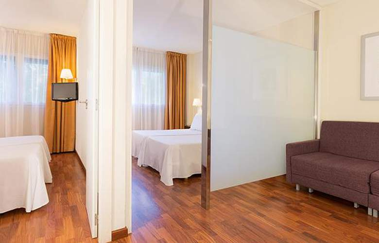 Port Feria Valencia - Room - 12