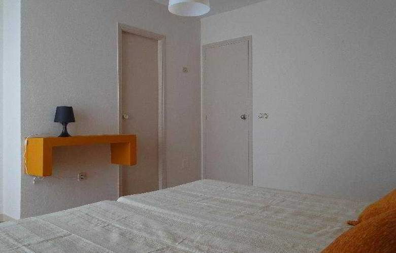Hostal Balearic - Room - 2