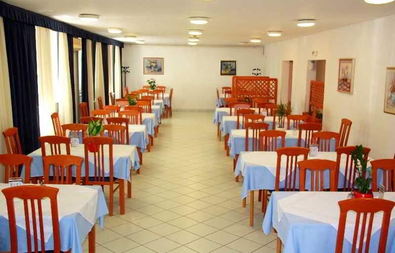 Omladinski Hostel - Restaurant - 12