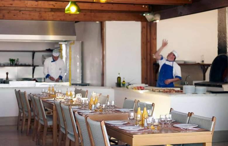 Mitsis Roda Beach Resort & Spa - Restaurant - 21