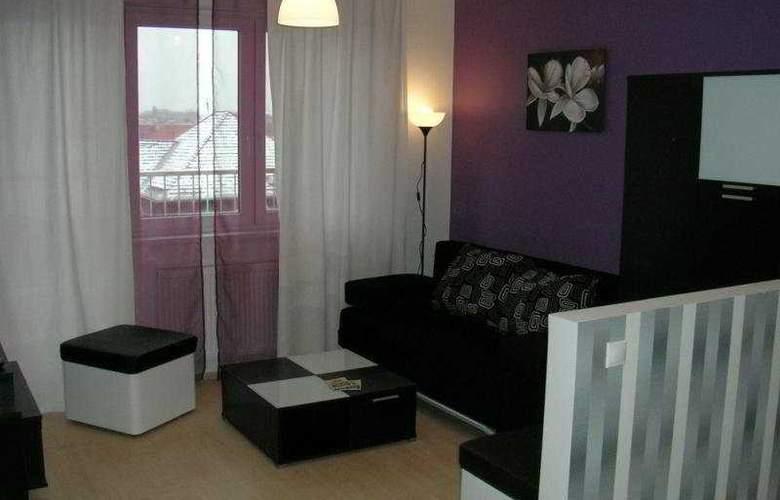 Far Home Apartments - Room - 8