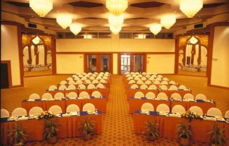 Pyramids Park Resort - Conference - 6