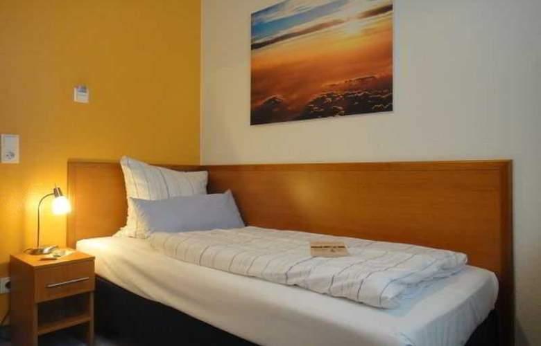 Bayrischer Hof - Room - 3