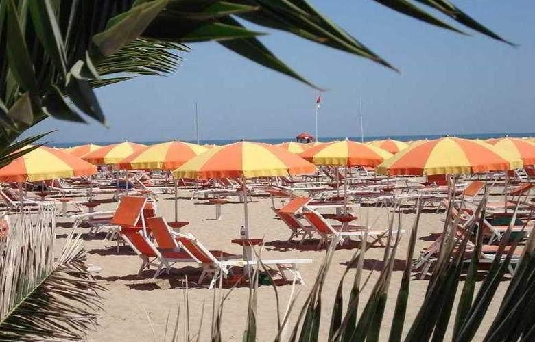 Alcazar - Beach - 7