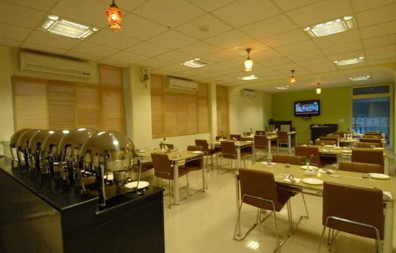 Clarks Inn Nehru Place - Restaurant - 0
